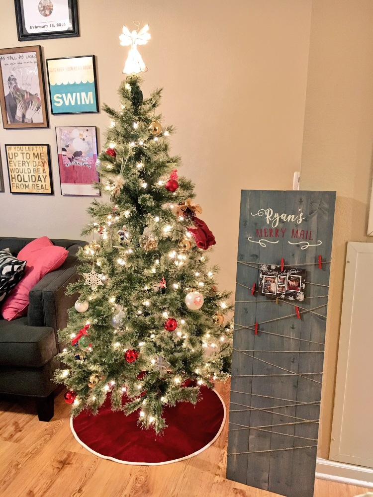 Wood pallet Christmas card holder